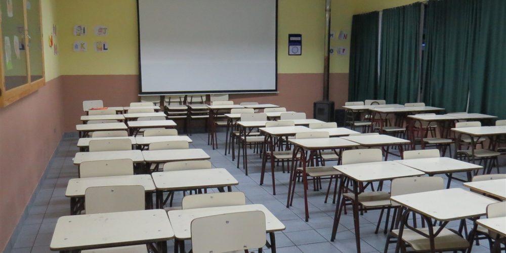 102 salas de clases básica