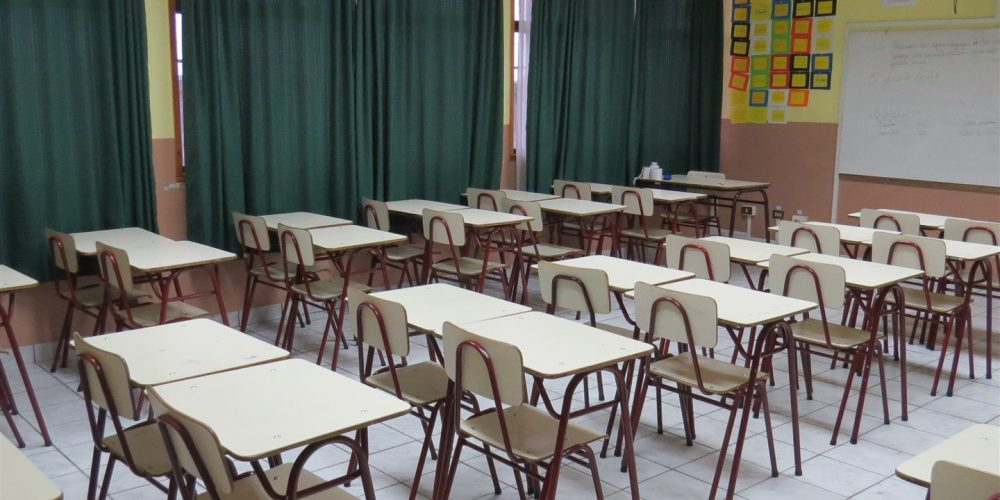 94 salas de clases básica