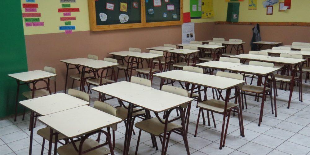 98 salas de clases básica